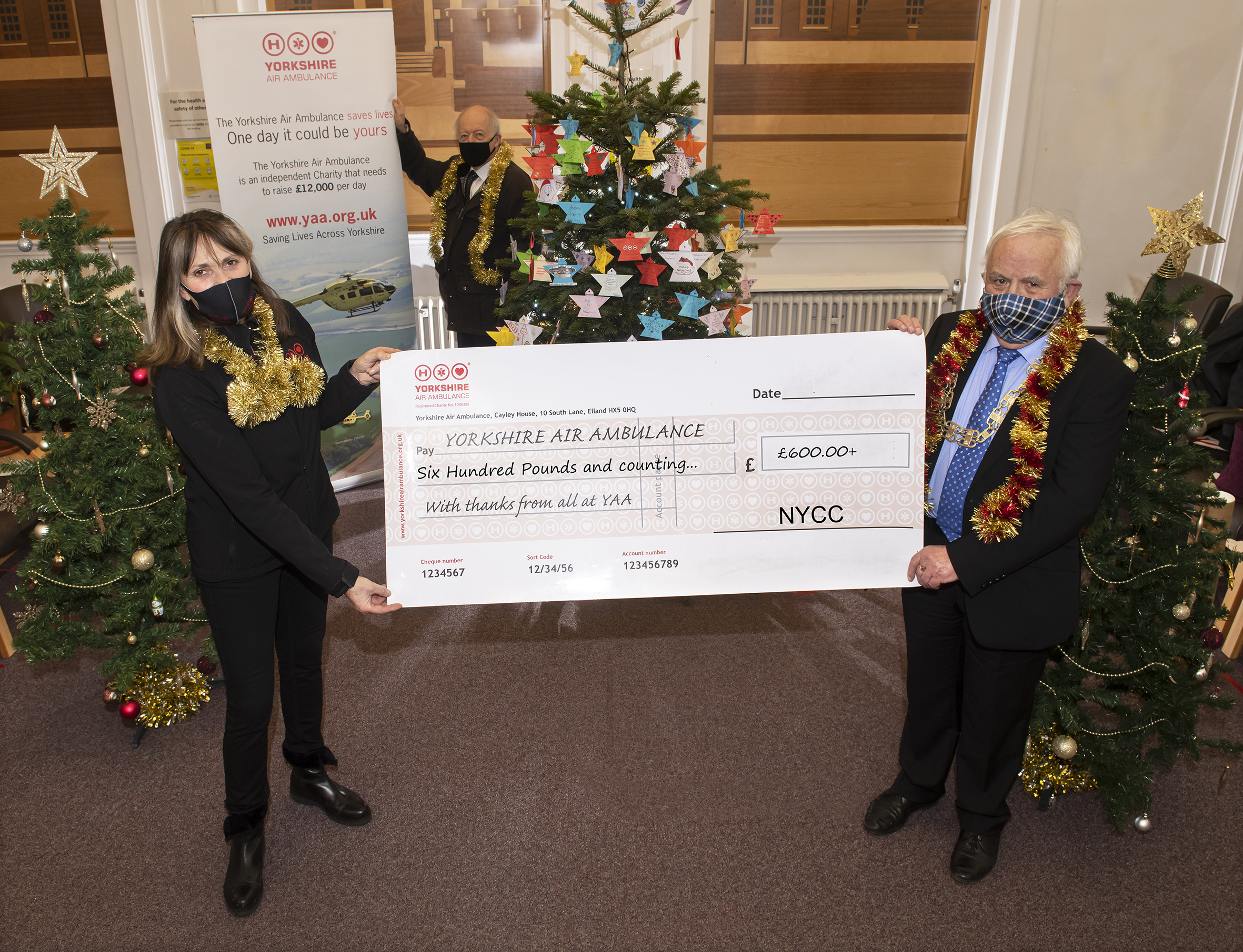 Lin Stead Christmas angels with a cheque
